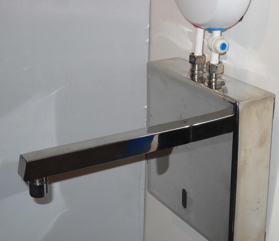 senzorska slavina zidna za protočni bojler