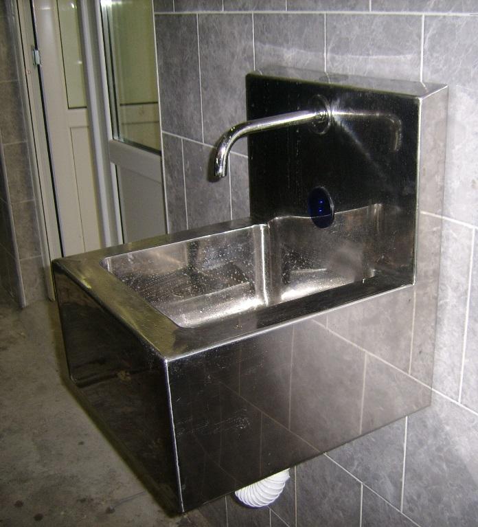 Senzorske sudopere i valovi - umivaonik zidni kvadratni