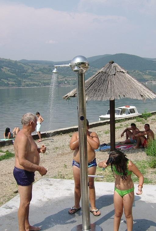 Senzorski tuševi za plaže i bazene - tri izliva i slavina